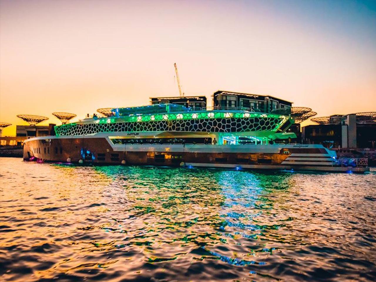 Lotus-Mega-Yacht-Cruise-Dinner-Dubai-Gallery-8
